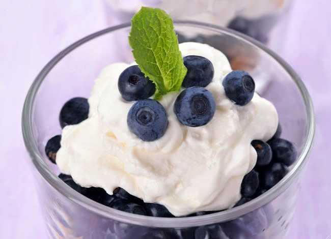 Blueberries with Mint and Cream